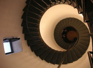 classic-simple-spiral-staircase-design